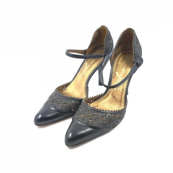 Vince Camuto Cut Schuhes   Imagine Laser Cut Camuto Ankle Band Pump   Poshmark f71ccd